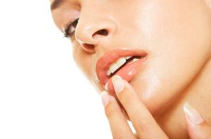 Мази от трещин на губах