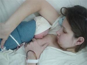 Самой первой и важной процедурой после родов является первое прикладывание
