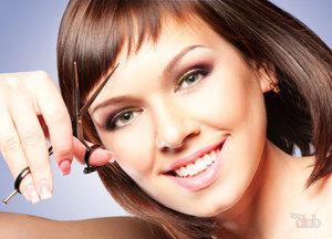 Рваную челку можно сделать у парикмахера или самостоятельно