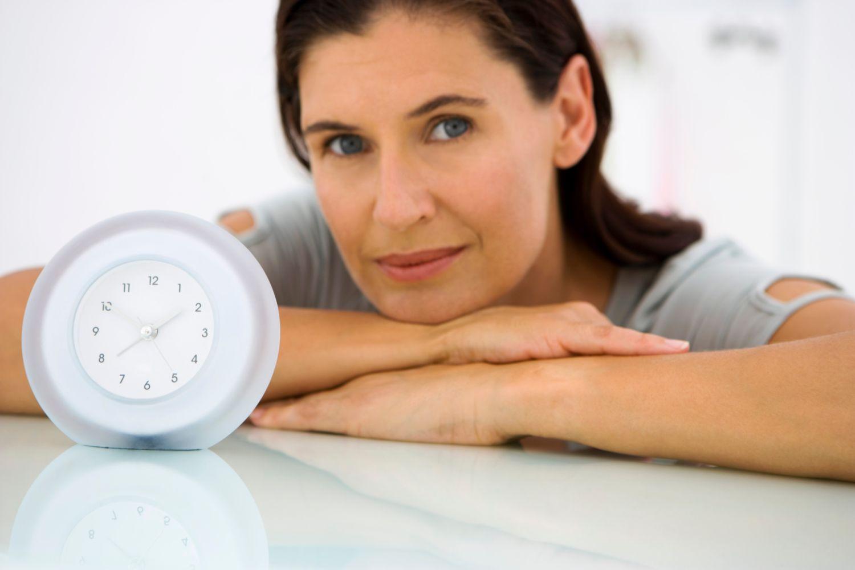 Приливы жара у женщин: причины, связанные и не связанные с менопаузой