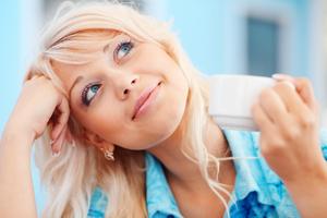 Уход за кожей лица с помощью увлажняющего крема