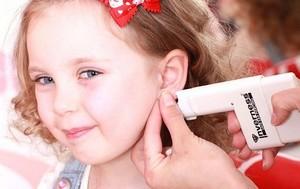 Когда лучше прокалывать уши