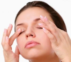 Как правильно ухаживать за кожей вокруг глаз после 50