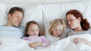 Хорошо ли спать вместе с ребенком