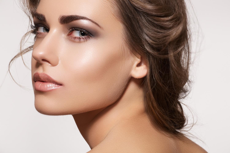 Как женщине подчеркнуть свою природную красоту с помощью макияжа в тенденциях 2019 года